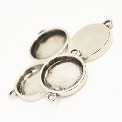Connector with 15mm round bezel, antique silver-coloured, 5pc
